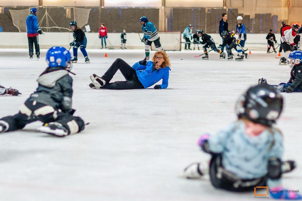 vallen en opstaan bij de ijshockeyschool Leiden Lions